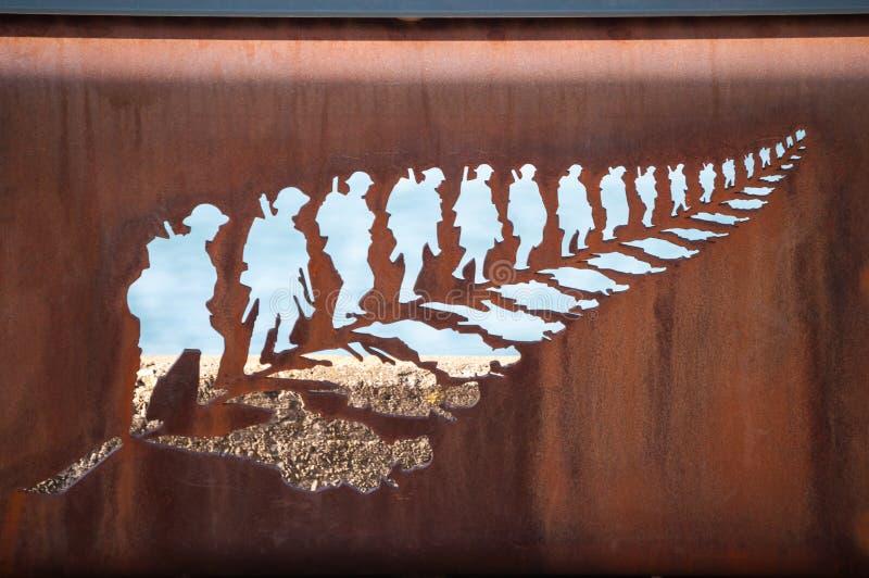 Железные лист папоротника скульптуры натренировали солдат стоковые фотографии rf