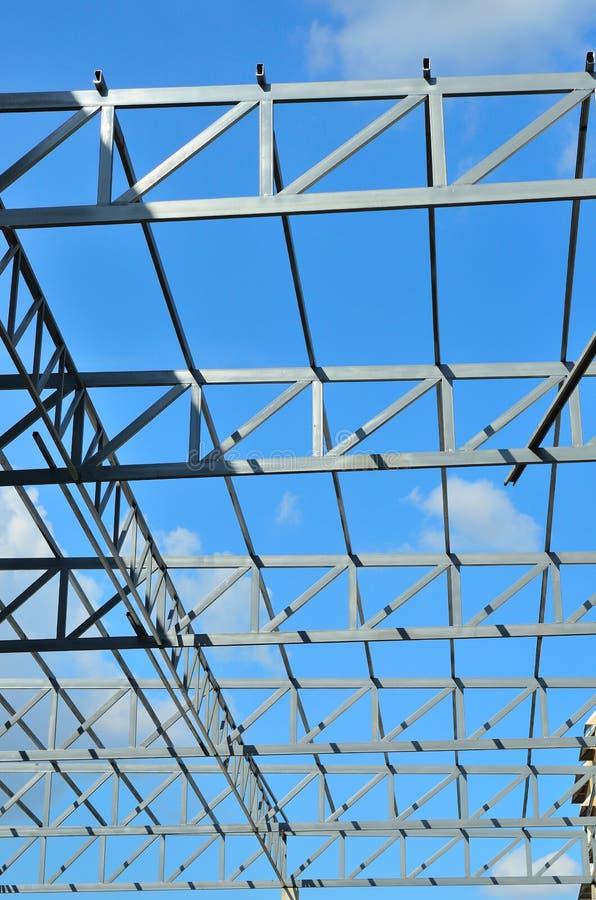 Download Железный каркас крыши фабрики Стоковое Изображение - изображение насчитывающей центр, дело: 41661443