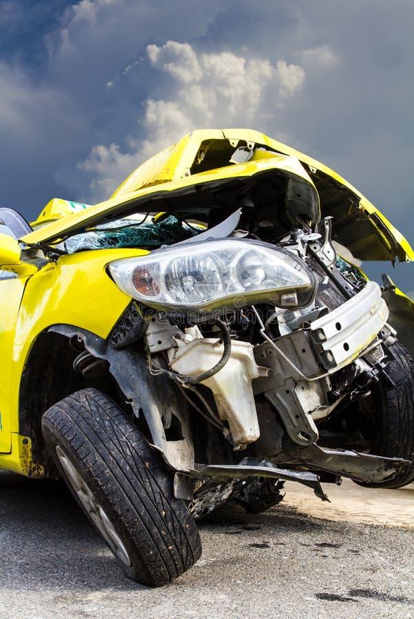 Желтая автомобильная катастрофа стоковые изображения rf