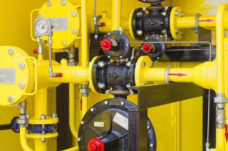Желтая бензоколонка стоковое изображение