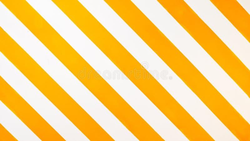 Желтая нашивка на обоях офиса стоковое изображение