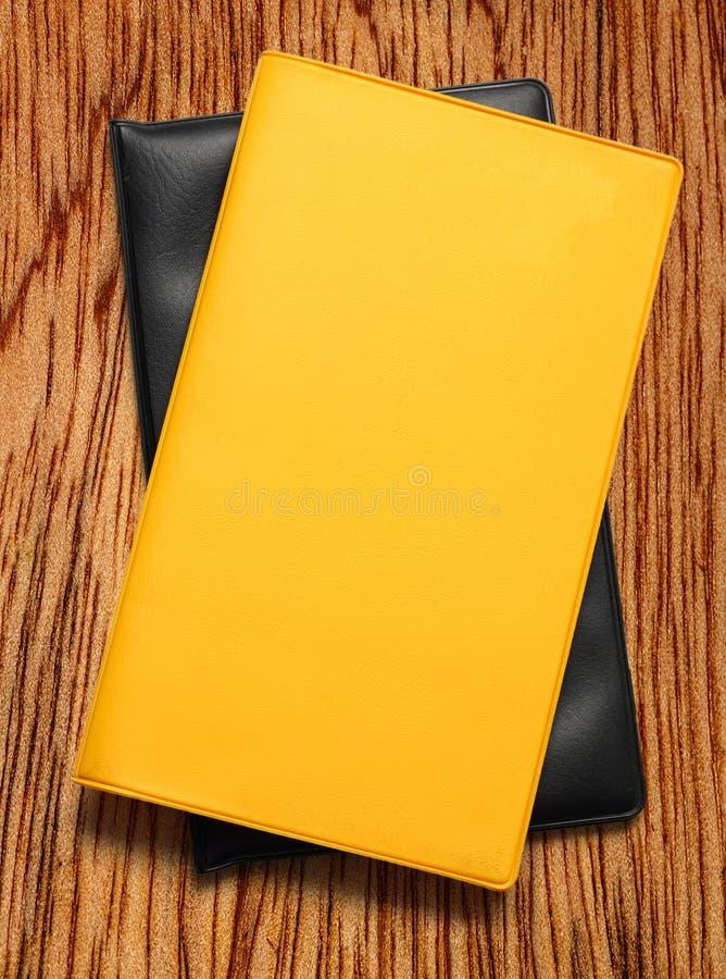 Желтая пустая книга на белизне стоковое изображение rf