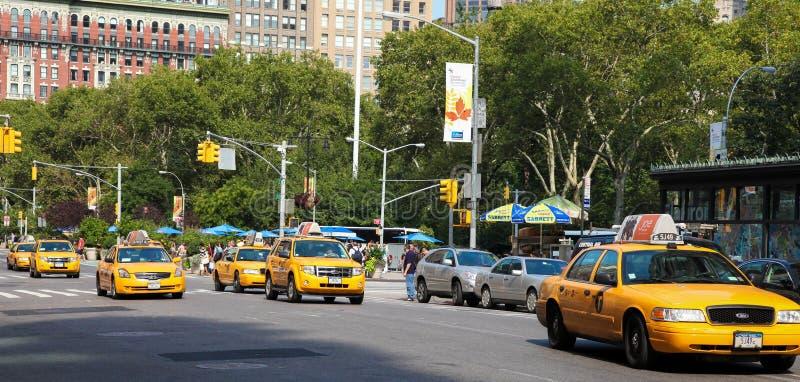 Желтые кабины в Манхаттане, Нью-Йорке стоковое изображение