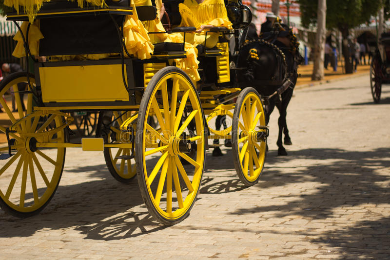 Желтые экипажи в Севилье стоковые фотографии rf
