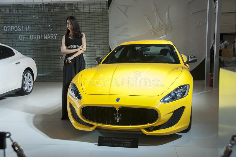 Желтый автомобиль maserati стоковая фотография rf