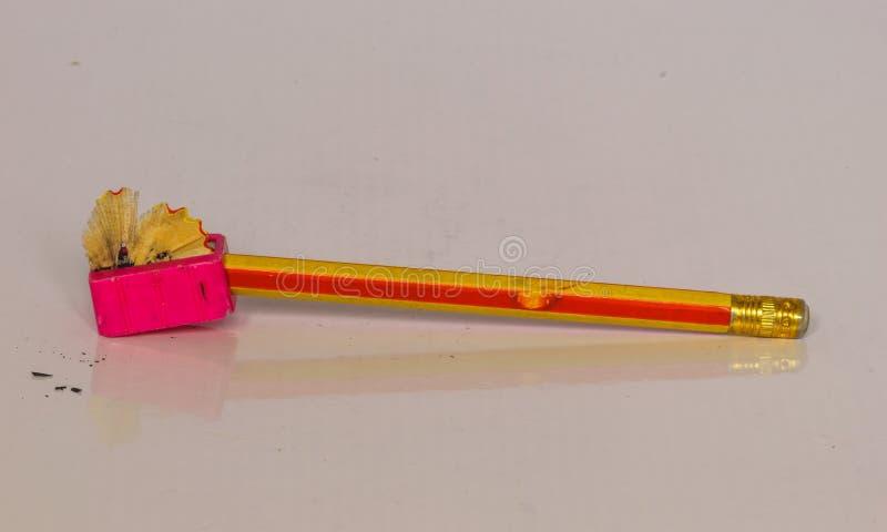 Желтый карандаш, заточник стоковое изображение rf