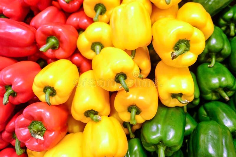 Желтый, красный и зеленый болгарский перец стоковое фото