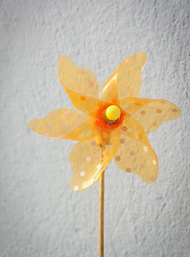 Желтый прозрачный pinwheel стоковые фотографии rf