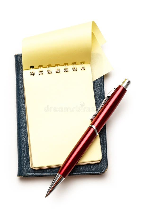 Желтый пустой блокнот с ручкой стоковые изображения