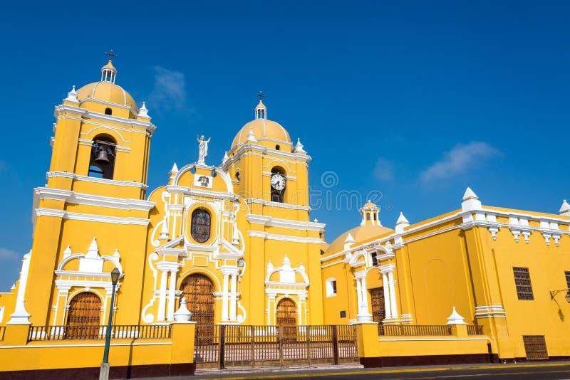 Желтый собор в Trujillo, Перу стоковое фото rf