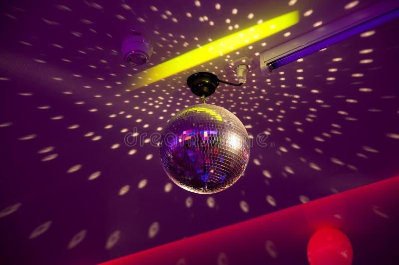 желтый цвет вектора померанцового красного цвета предмета зеленого цвета диско шарика Оборудование партии ночи ретро стоковые фотографии rf