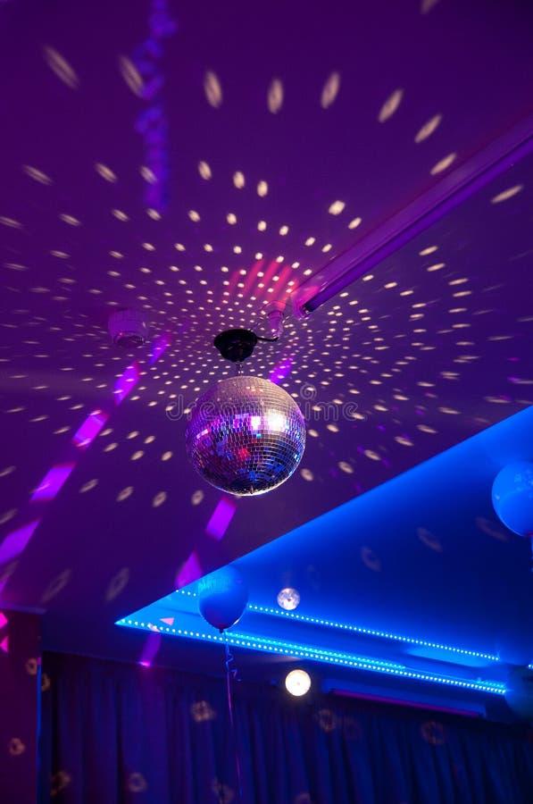 желтый цвет вектора померанцового красного цвета предмета зеленого цвета диско шарика Оборудование партии ночи ретро стоковое фото rf