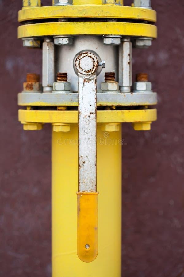 желтый цвет трубы газа стоковое фото rf