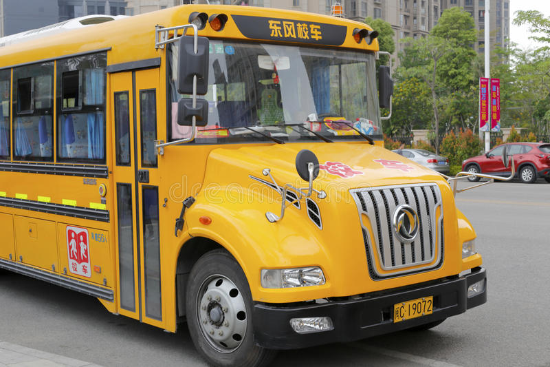 Желтый школьный автобус стоковое изображение
