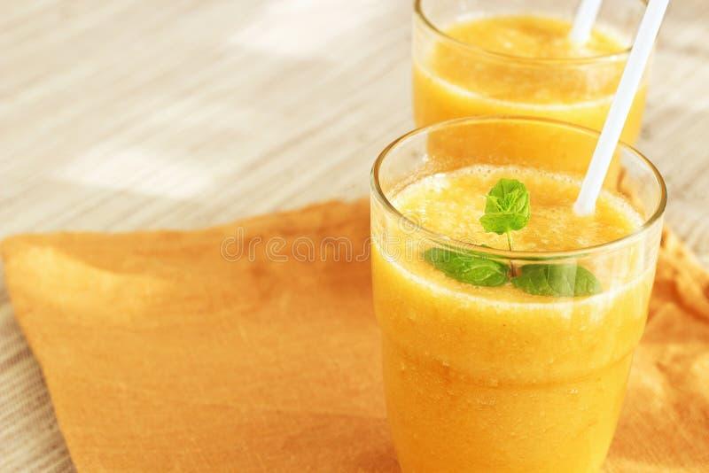 Желтый smoothie стоковая фотография rf
