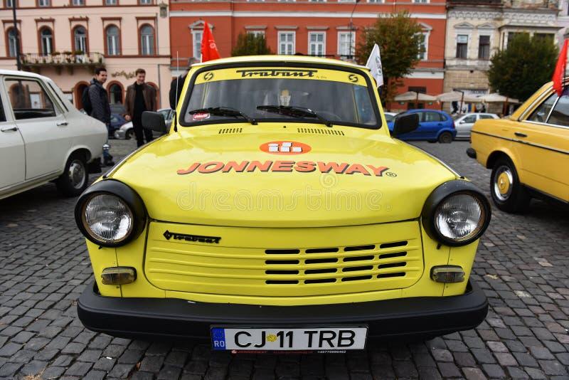 Желтый Trabant винтажный автомобиль от Восточной Европы стоковые изображения rf