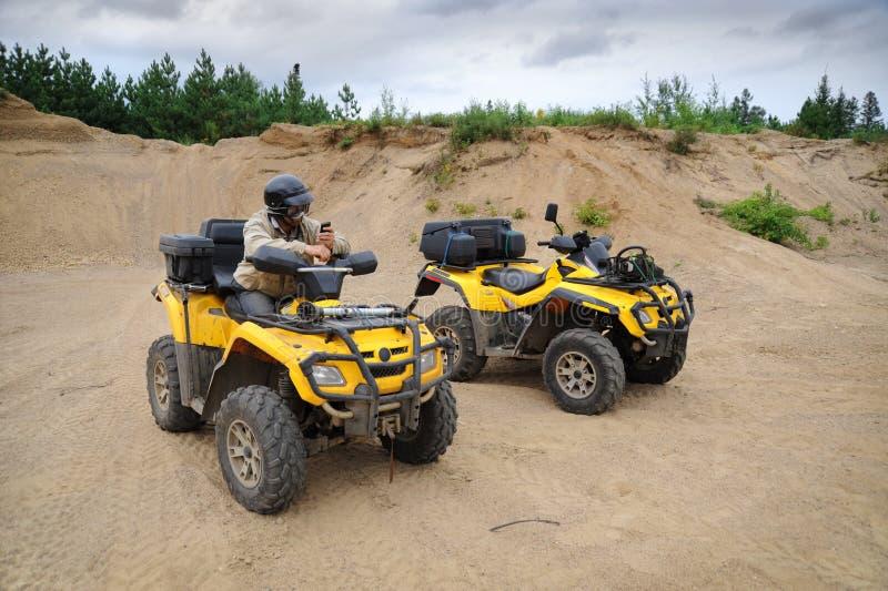 2 желтых ATV стоковая фотография