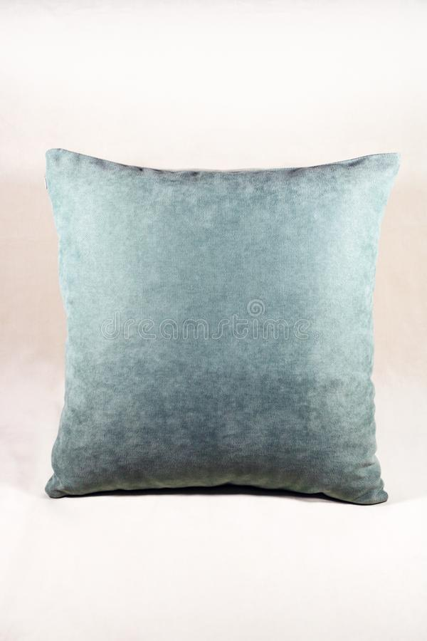 Живая подушка teal на белой предпосылке бархата стоковые фото