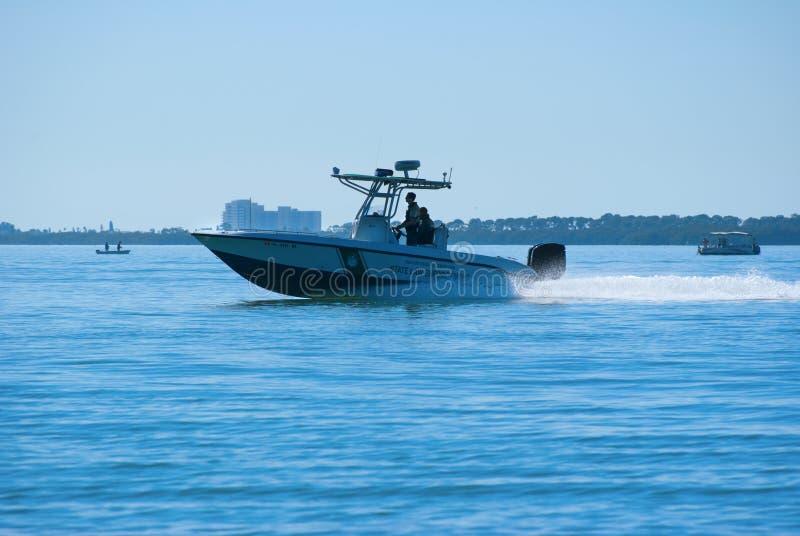 живая природа патруля офицеров рыб шлюпки стоковые фото