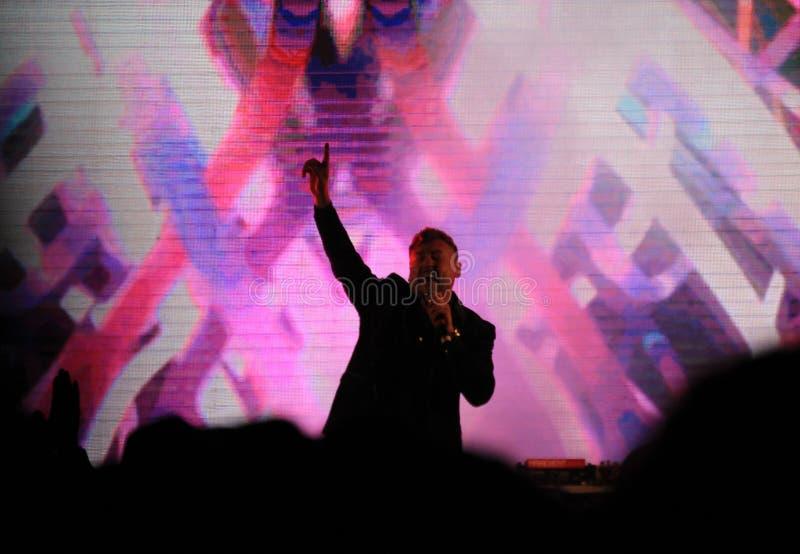 Живой концерт певицы красочных светов этапа концерта болгарский стоковые фотографии rf