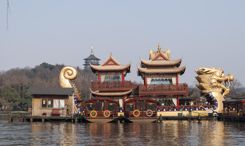 Живописная местность озера Ханчжоу западная стоковое изображение rf