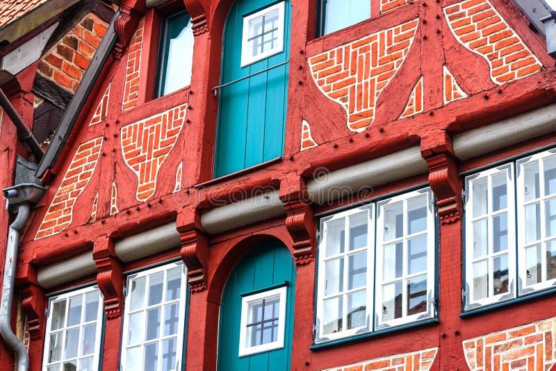 Живописные исторические здания в старом городке Lueneburg, Германии стоковая фотография rf