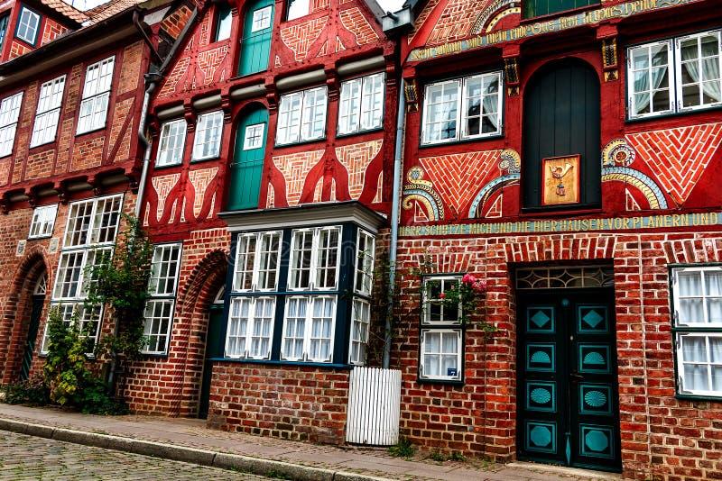 Живописные исторические здания в старом городке Lueneburg, Германии стоковое изображение