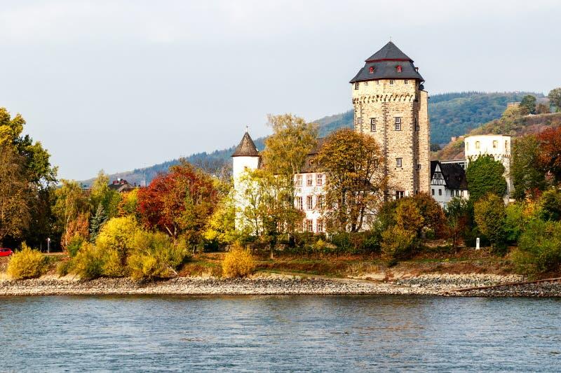Живописные ландшафты на банках реки-Oberlahnstein Рейна около Кобленца, Германии стоковое изображение
