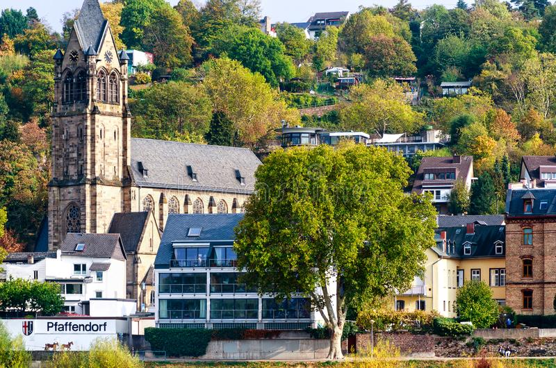 Живописные ландшафты на банках реки Pfaffendorf Рейна около Кобленца, Германии стоковая фотография
