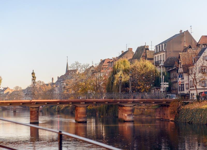 Живописные дома вдоль центра реки Rur исторического Strasburg, Франции стоковая фотография rf