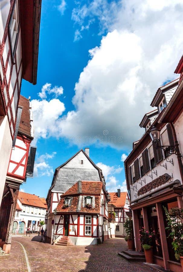 Живописные улицы в старом городке Seligenstadt, Германии стоковое фото rf