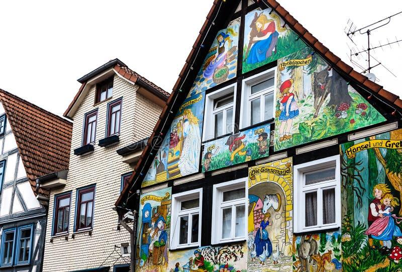 Живописные фасады дома в старом городке Steinau der Strasse, место рождения братьев Grimm, Германии стоковая фотография rf