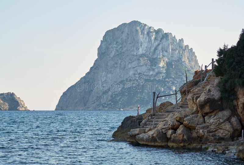 Живописный взгляд загадочного острова Es Vedra стоковое фото rf