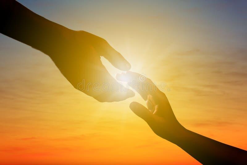 Живописный взгляд красивого неба освещенный солнцем стоковое фото