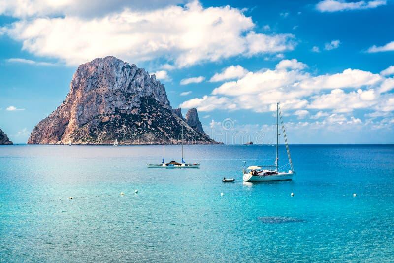 Живописный взгляд загадочного острова Es Vedra стоковая фотография rf