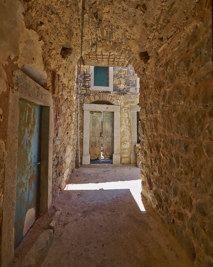 Download Живописный переулок, остров Хиоса Стоковое Изображение - изображение насчитывающей греция, прихожие: 33729955