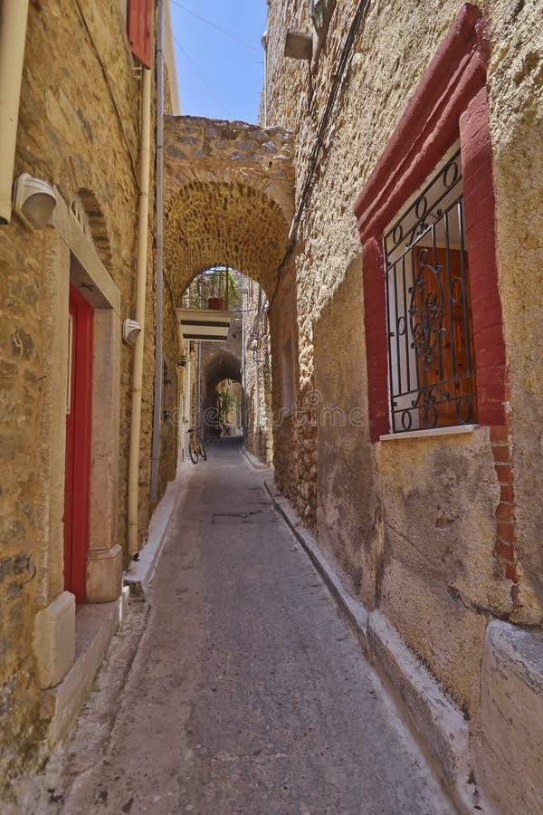 Download Рисуночный переулок, остров Хиоса Стоковое Фото - изображение насчитывающей перемещение, рисуночно: 33730066
