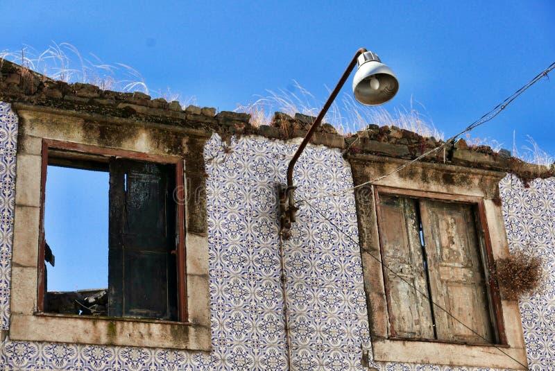 Живописный разрушанный дом стоковое изображение rf