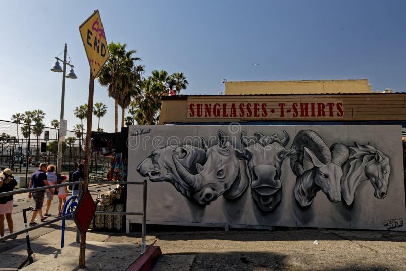 Животное возглавляет настенную роспись на пляже Венеции стоковая фотография rf