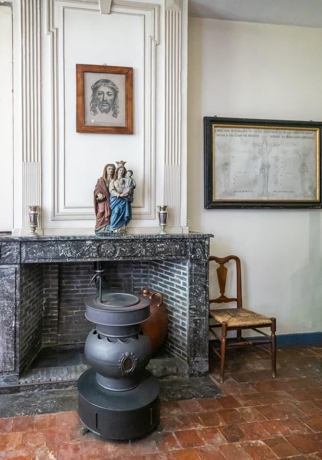 Живущая комната дома в Beguinage в Брюгге, Фландрии, Бельгии стоковое фото rf