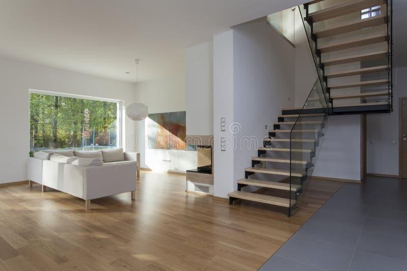 Живущая комната, лестницы стоковое изображение rf