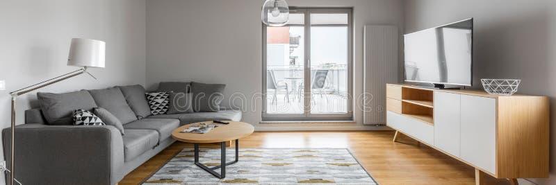 Живущая комната с террасой стоковая фотография