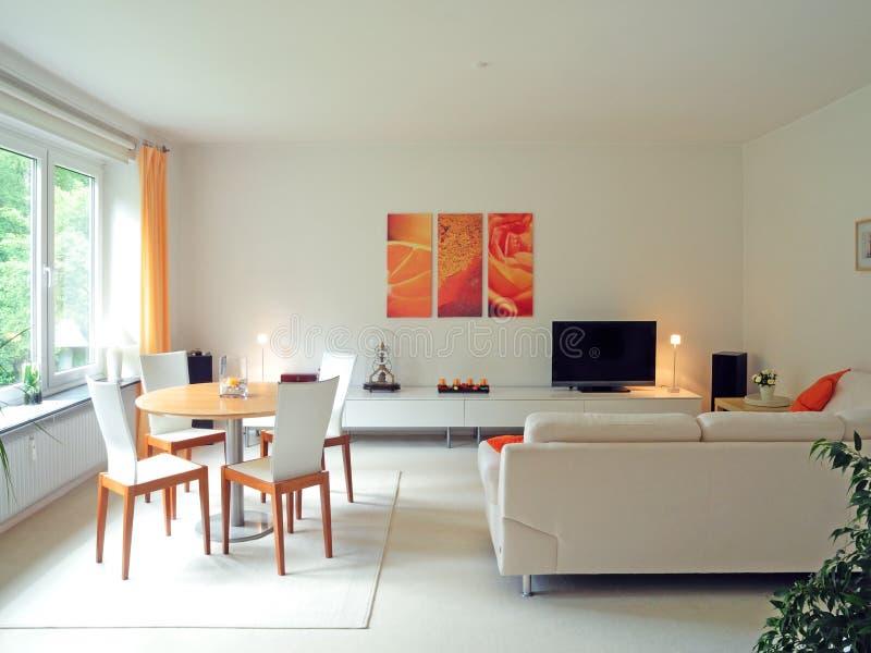 живущая самомоднейшая комната стоковое изображение rf
