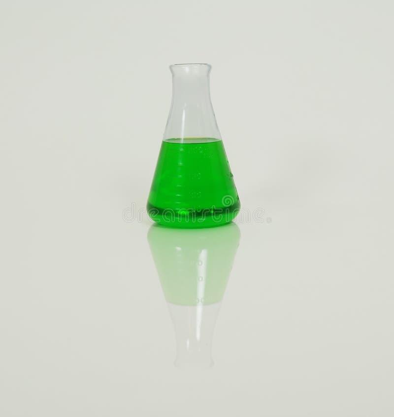 жидкость beaker зеленая стоковое изображение