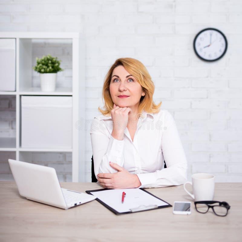Зрелая бизнес леди — просто мечта