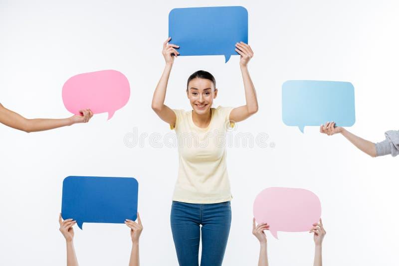 Жизнерадостная счастливая женщина показывая ее мнение стоковые изображения rf