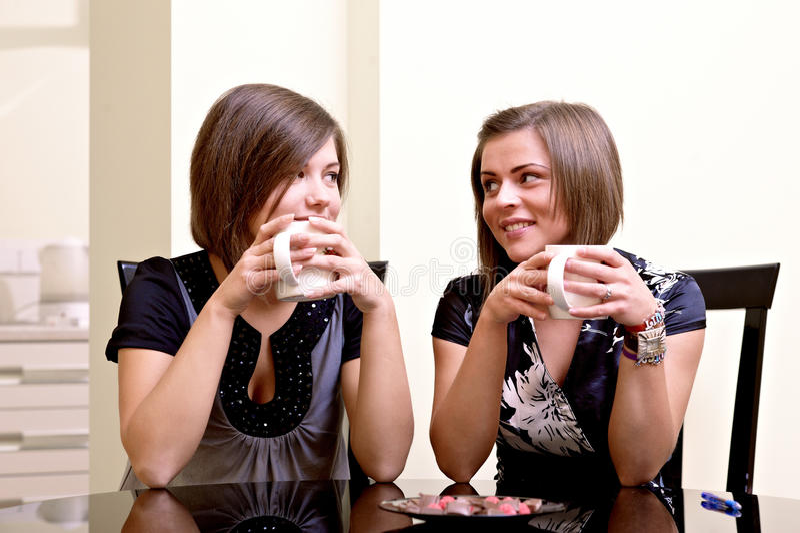 жизнерадостные девушки 2 стоковые изображения rf