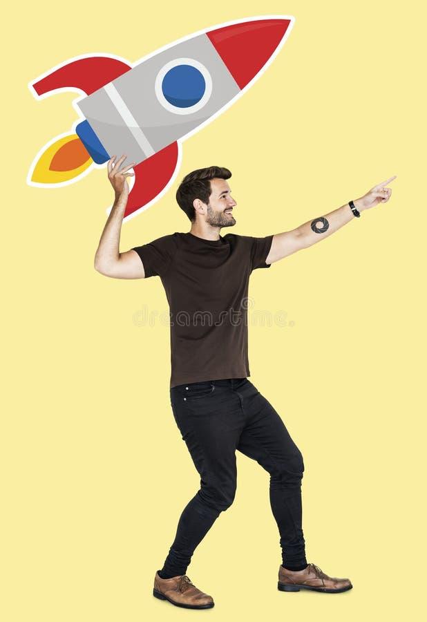Жизнерадостный человек с запуская символом ракеты стоковая фотография