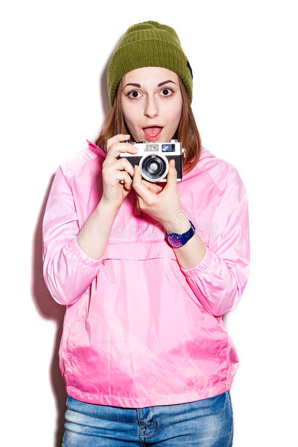 Жизнерадостная привлекательная девушка с камерой стоковые изображения rf