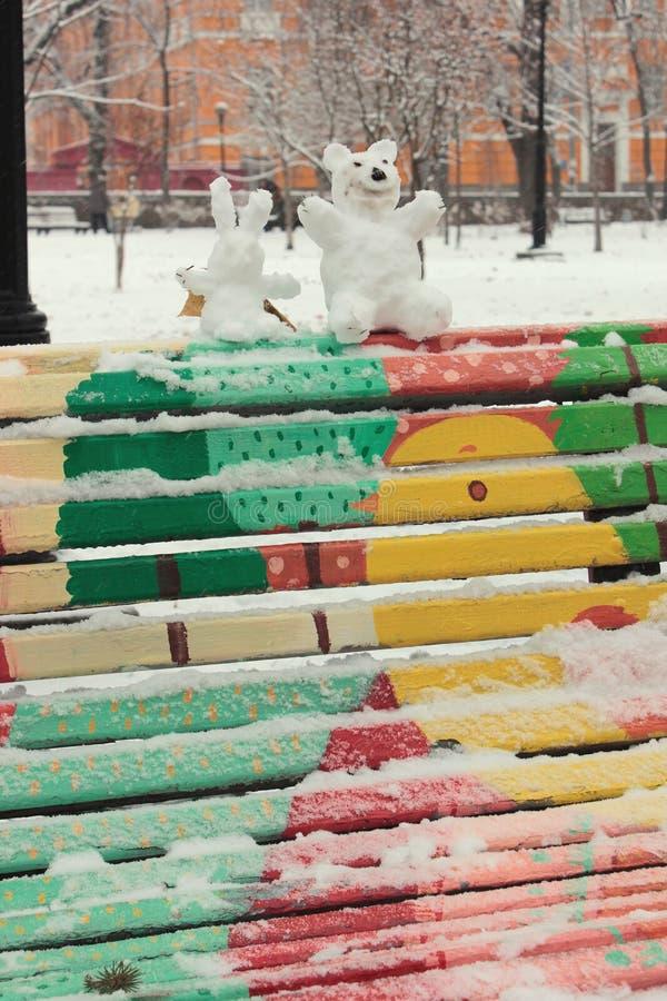 Жизнерадостная снежная зима стоковые изображения